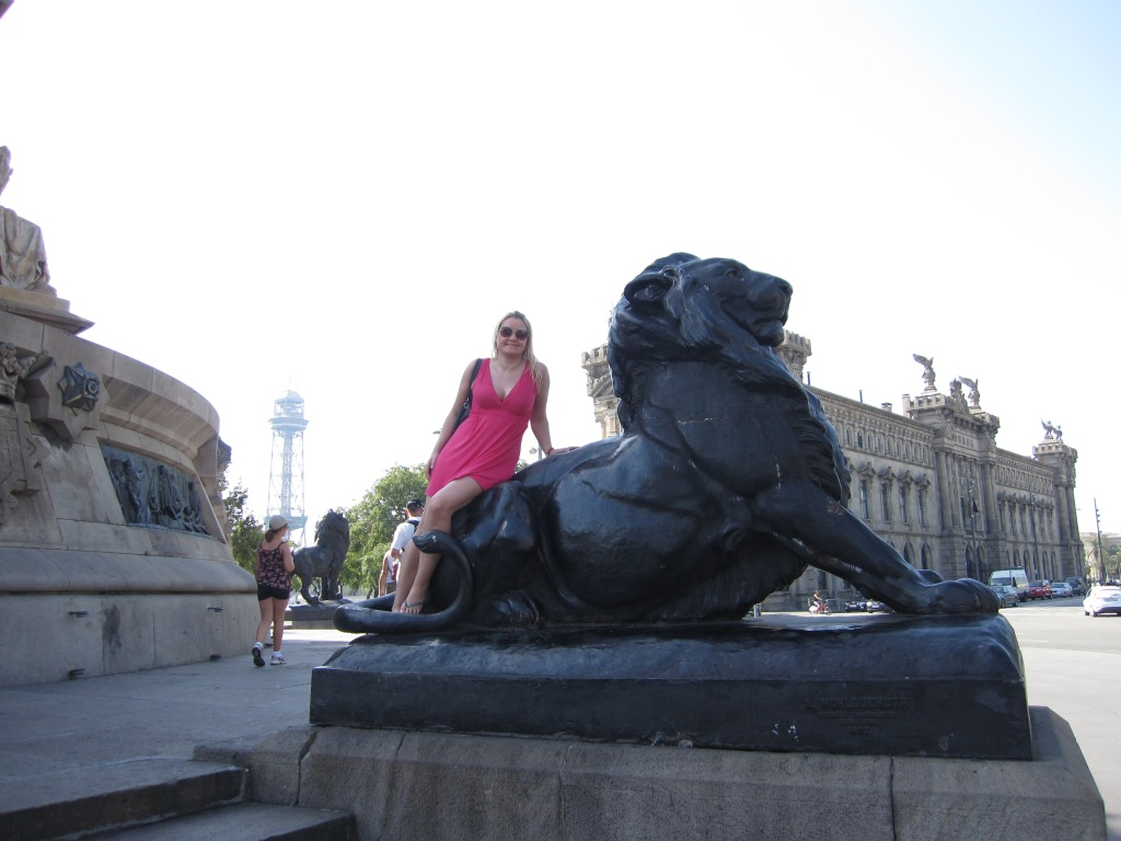 Lion at Mirador de Colon